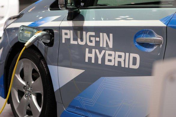 scegliere auto ibrida